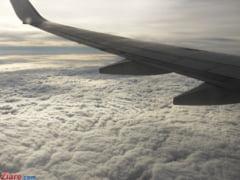 Aterizare de urgenta pe Otopeni: Dintr-un motor al avionului iesea fum (Galerie foto) UPDATE