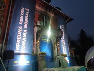 Atmosfera la sediile partidelor in asteptarea rezultatelor. La PSD se vorbea de prohod, la PNL Iohannis a fost felicitat anticipat