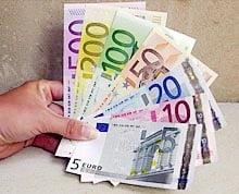 Atragatoarele capcane care pandesc omul sarac: loteria, bursa si bancile