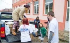Au adus zambetul pe chipul nevoiasilor. Avalansa de actiuni caritabile initiate de voluntari in Caras-Severin