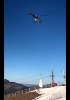 Au adus zapada cu elicopterul ca sa tina deschisa o statiune de schi (Foto)