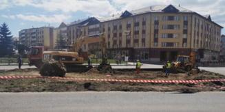 Au demarat lucrarile la sensul giratoriu din centrul municipiului Toplita