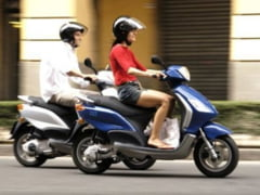 Au dosar penal pentru ca au mers cu mopedul fara permis, desi nu il pot obtine legal
