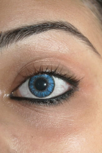 Au fost create lentilele de contact care vindeca
