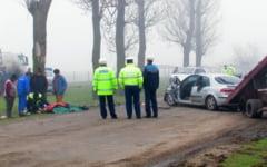 Au fost sa taie porcul, dar au murit intr-un accident rutier produs pe un drum din judetul Buzau