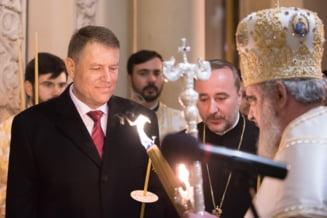 """Au strigat """"demisia"""" cand a aparut Iohannis la slujba de Inviere si au fost amendati cu 2.000 de lei"""