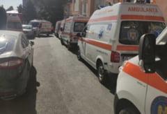 Autobuz convertit în ambulanță pentru a transporta 10 pacienți COVID. Măsura fără precedent în România, aplicată în București
