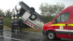 Autocar cu cetateni slovaci, rasturnat in Hunedoara - doi raniti