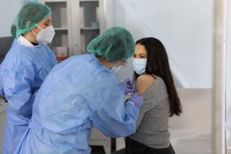 Autoritatile anunta ca romanii care se imunizeaza anti-COVID vor avea la dispozitie mai multe informatii privind reactiile adverse in centrele de vaccinare