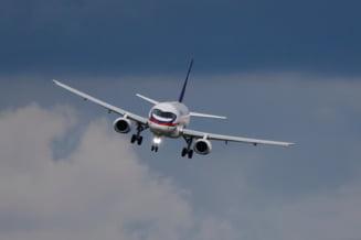 Autoritatile britanice au arestat un barbat care a incercat sa deschida iesirea de urgenta intr-un avion