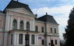 Autoritatile clujene au semnat contractul de restaurare a castelului Banffy din Rascruci