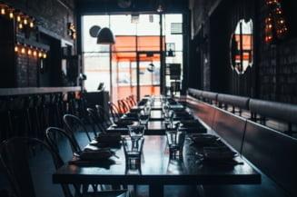 Autoritatile romane, date in judecata de hotelieri si sefii de restaurante pentru restrictionarea activitatii