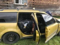 Autoturism cu 8.000 pachete cu tigari de contrabanda abandonat la Berbesti