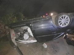 Autoturism cu rotile in sus la Moldovita, dupa ce soferul baut a pierdut controlul volanului si a distrus 10 metri de gard