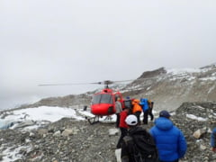 Avalansa pe Everest dupa cutremurul din Nepal: 17 corpuri recuperate, ranitii au fost evacuati cu elicopterul