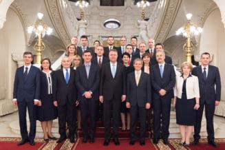 Avem Guvern: Premierul Ciolos si ministrii sai au depus juramantul. Iohannis ii felicita pentru curaj: Mergeti drepti!