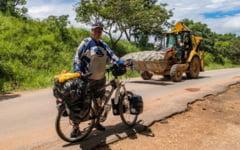 Aventura vietii pentru un IT-ist roman: Africa traversata pe bicicleta de la nord la sud, pe o distanta de 11.000 de kilometri