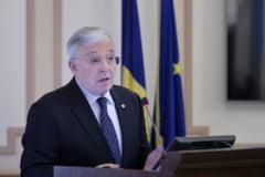 Avertismentele lui Isarescu: Economia s-a dezvoltat, dar apasam cam tare pe acceleratie!
