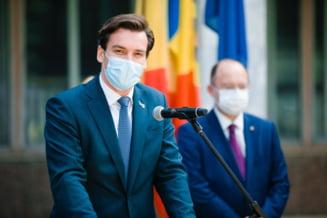 """Avertismentul secretarului de stat Andrei Baciu: """"Am putea avea chiar 1.500 de cazuri pe zi la vârful valului 4"""""""