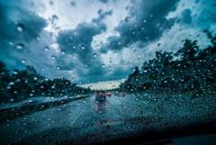 Avertizare Infotrafic: Pericol de acvaplanare pe Autostrada Soarelui