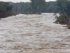 Avertizarea cod galben de inundatii, prelungita pana luni pe rauri din 11 judete