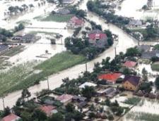 Avertizarea cod galben de inundatii, prelungita pe rauri din cinci judete