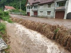 Avertizari de inundatii pe rauri din 30 de judete. Cod Portocaliu in bazinele hidrografice a 24 de rauri