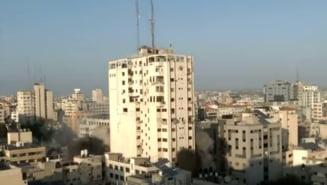 Aviatia israeliana a distrus sediul televiziunii Al-Aqsa din Fasia Gaza. Cladirea impunatoare a fost pusa la pamant in cateva secunde VIDEO