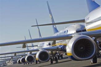 Avion fortat sa aterizeze - cabina pilotului, peticita cu banda adeziva