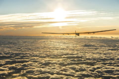 Avionul Solar Impulse si-a incheiat calatoria istorica in jurul lumii. A parcurs peste 40.000 de kilometri (Video)