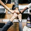 Bârfa și înjurăturile, secretele unei echipe de succes. Concluziile unui sondaj ce pot fi utile șefilor
