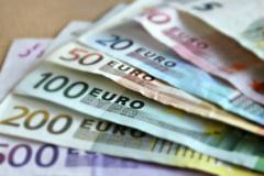 BNR: Leul a stagnat luni la 4,8402 unitati pentru un euro