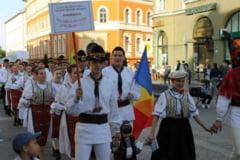 BRASOV. Parada populara si spectacol folcloric in centrul orasului