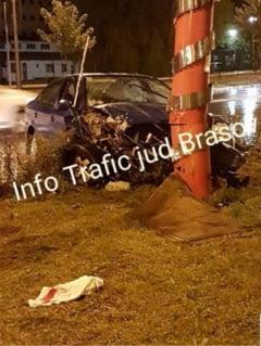 BRASOV. S-a izbit cu masina de un stalp, pe Calea Bucuresti (FOTO)