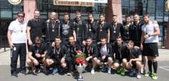 BRAVO! Eroii de pe semicerc au adus trofeul la Timisoara! Sedinta foto la sala Constantin Jude pentru handbalisti! GALERIE FOTO!