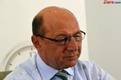 """Ba se retrage, ba vrea alianta cu PNL. Acum Basescu cheama toti nemultumitii de Orban in PMP: Le-am spus """"Adio, dar raman cu tine"""""""