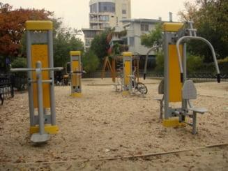 Bacau: Mai multe locuri de joaca pentru copii vor fi dotate cu aparate de fitness