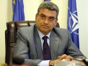 Baconschi: Ponta si Corlatean ne ridiculizeaza Interviu