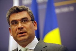 Baconschi, dezamagit de presa din Romania: Inchid televizorul si deschid Biblia