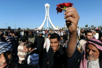 Bahrain - se repeta revolta din Egipt: protestatari ucisi, medici si jurnalisti raniti