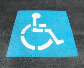 Baile Tusnad: Un turist cu handicap a fost refuzat la hotel, pentru ca poarta scutece