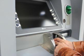 Bancile din Romania au vrut sa foloseasca avioane militare pentru alimentarea bancomatelor