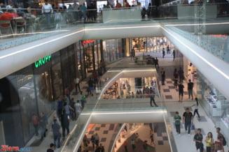 Bancile raman inchise si luni, dar este program normal la mall