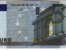 Bancnote falsificate cu lac de unghii si farduri