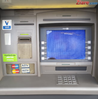 Bancomat distrus in Poiana Brasov - ar fi fost aruncat in aer UPDATE Hotii au reusit sa fure peste 100.000 de lei