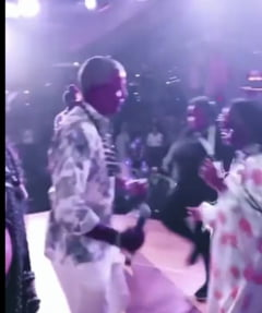 Barack Obama, filmat în timp ce dansează la aniversarea celor 60 de ani VIDEO