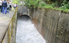 Baraj de acumulare din Prahova, evacuat controlat din cauza cresterii ingrijoratoare a nivelului apei