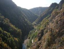 Barajul Vidraru bungee jumping