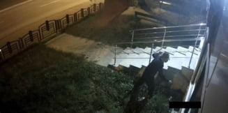 Barbat banuit de distrugere asupra unei institutii publice, cautat de politisti