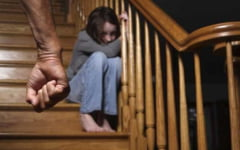 Barbat din Breaza, acuzat ca si-a agresat sexual fiica minora si pe colega acesteia. Tribunalul Prahova decide daca ramane in arest